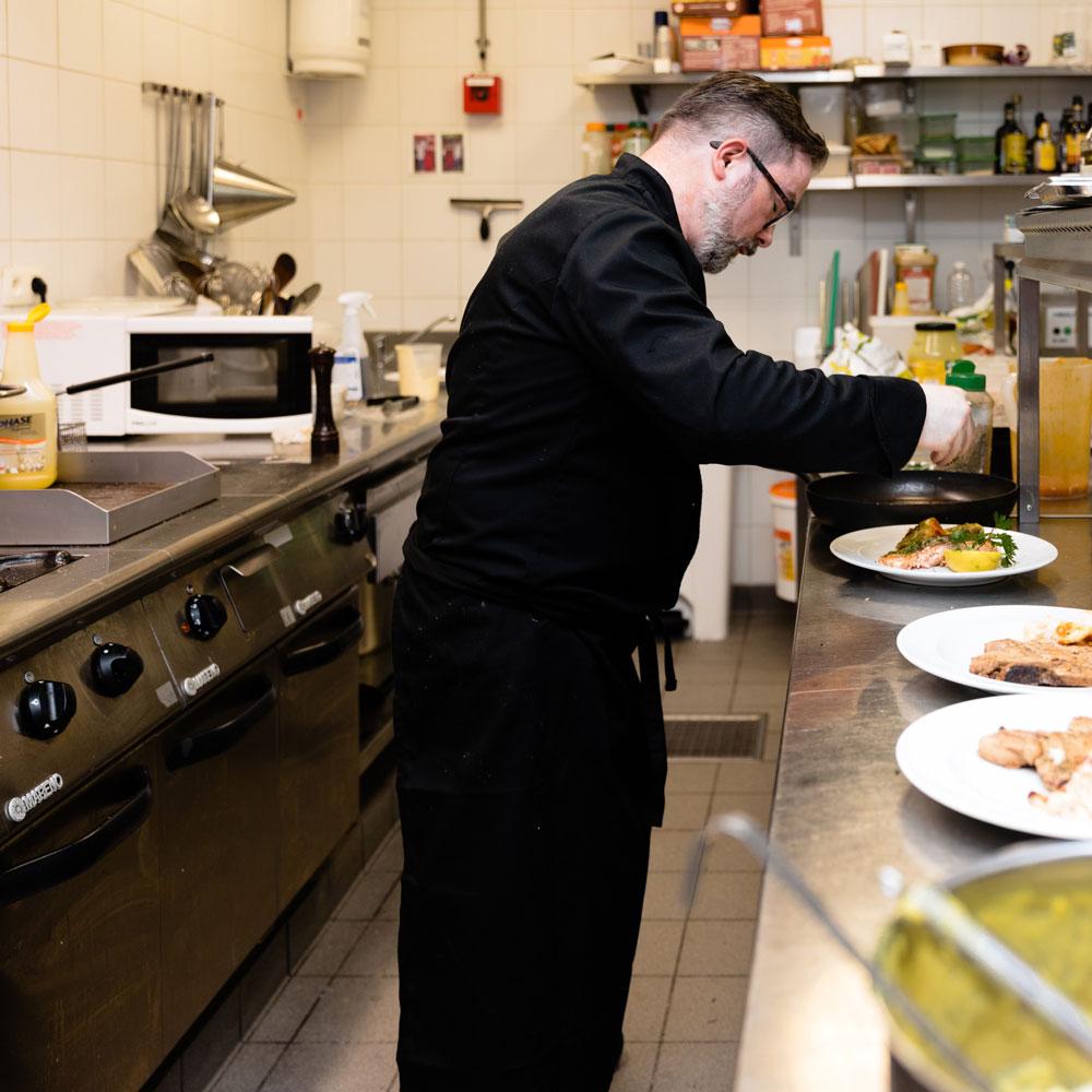 Chef de la Brasserie Accordage en cuisine